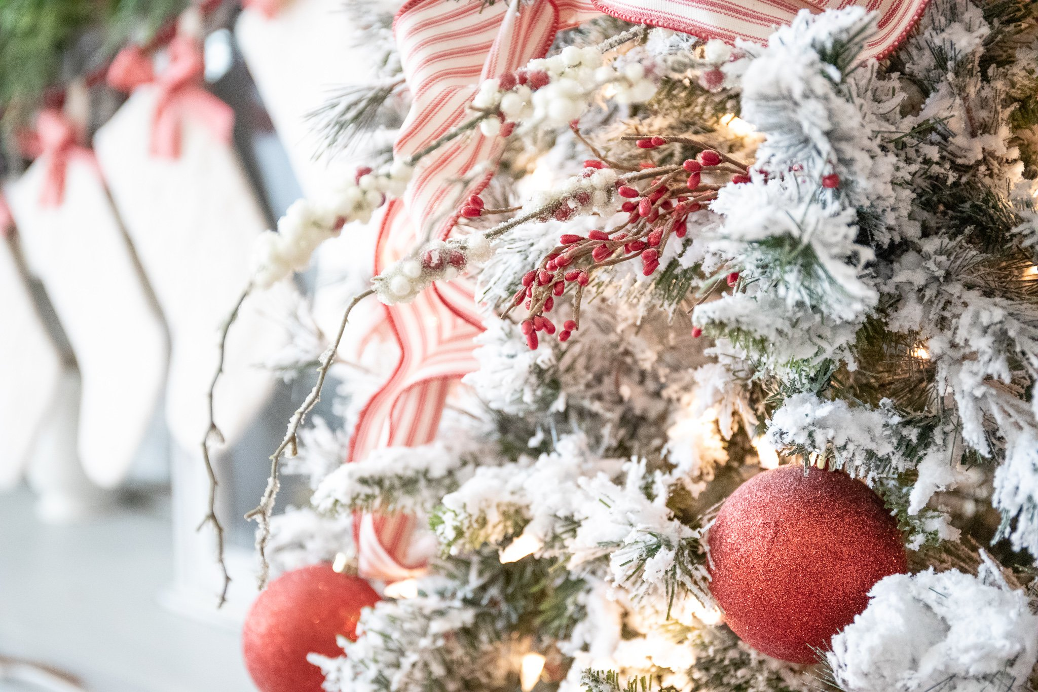 How to flock an Artificial Christmas Tree the Easy Way