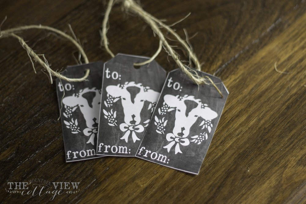 Christmas Printable- Farmhouse Cow and Wreath gift tag