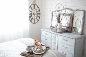 How to paint wood furniture with mlik paint