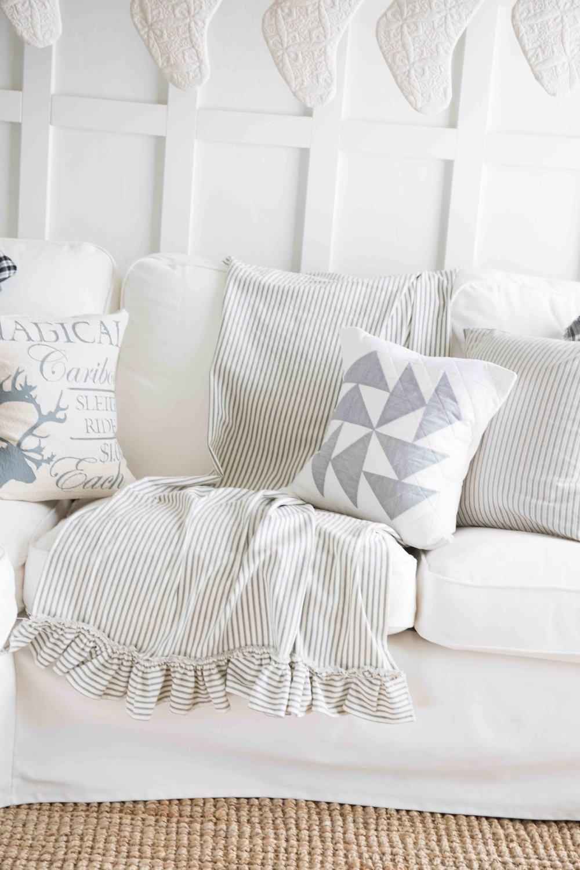 How to Make a Ruffled Farmhouse Throw Blanket