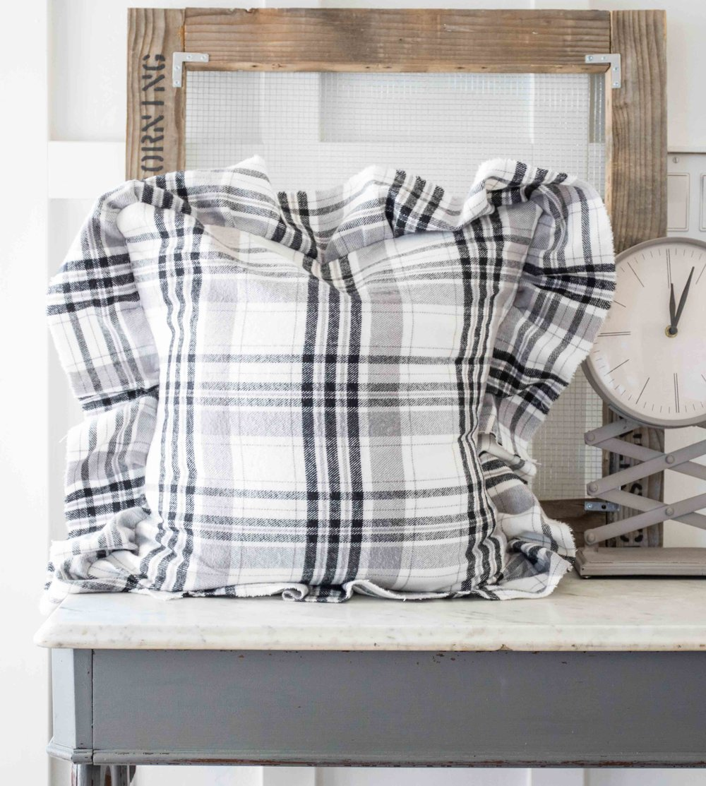 How to Make a Ruffled Farmhouse Style Pillow