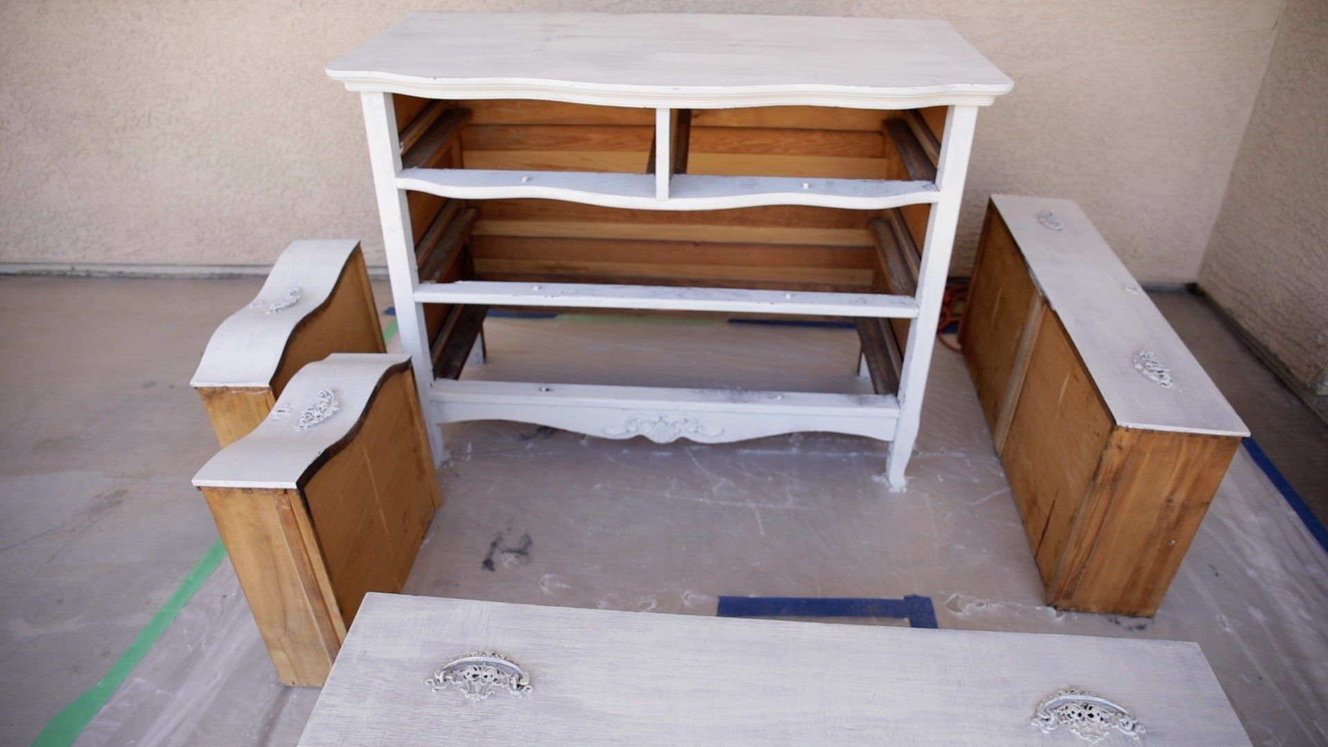 How To Paint Furniture For a Chippy Finish9