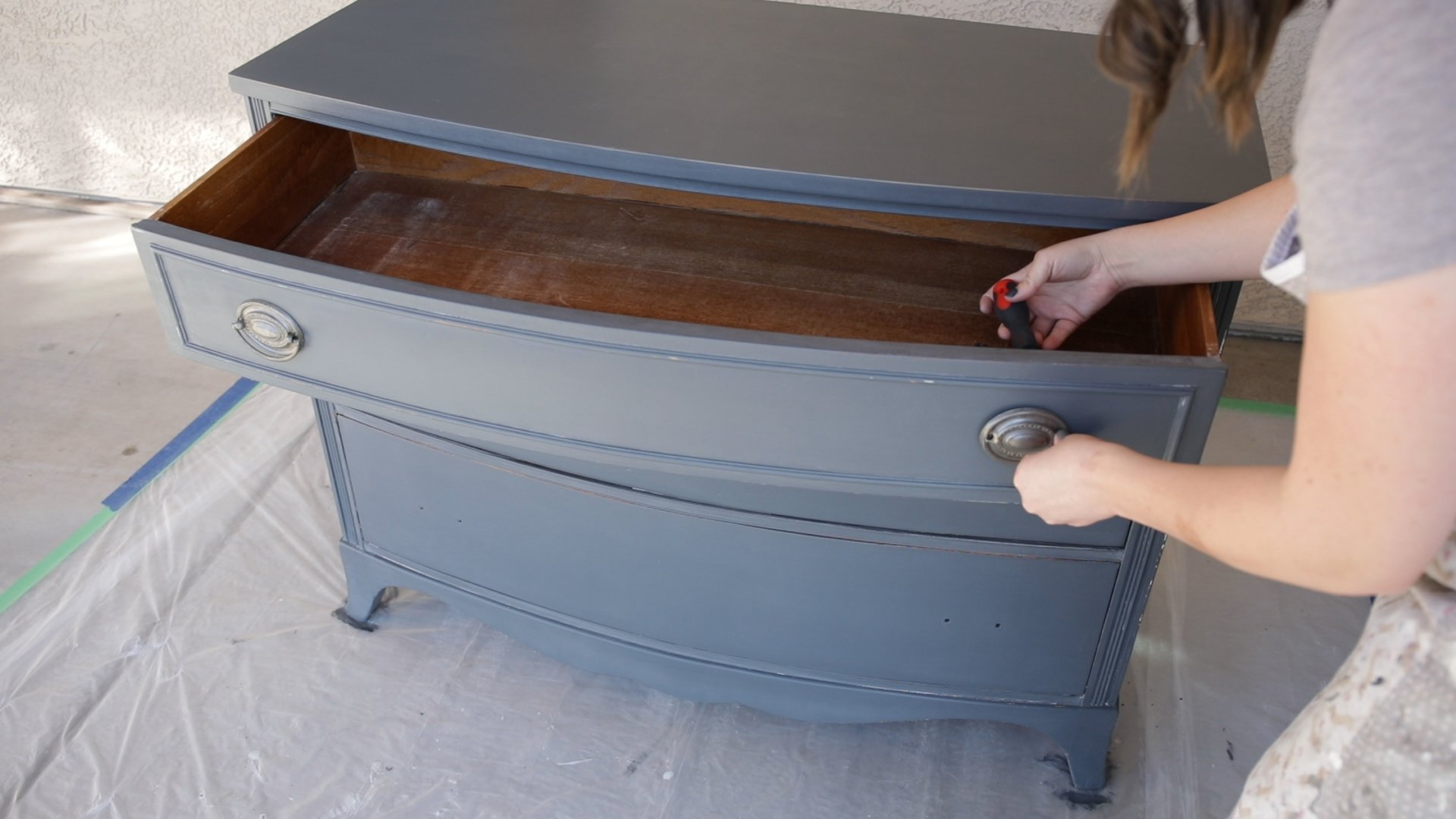 How to Apply a Durable Polyurethane Top Coat To Furniture