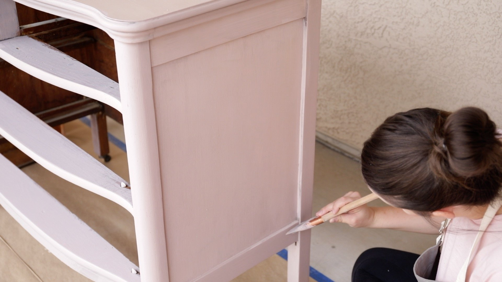 How to Paint Furniture-How to Apply a Solid Paint Finish With Milk Paint2