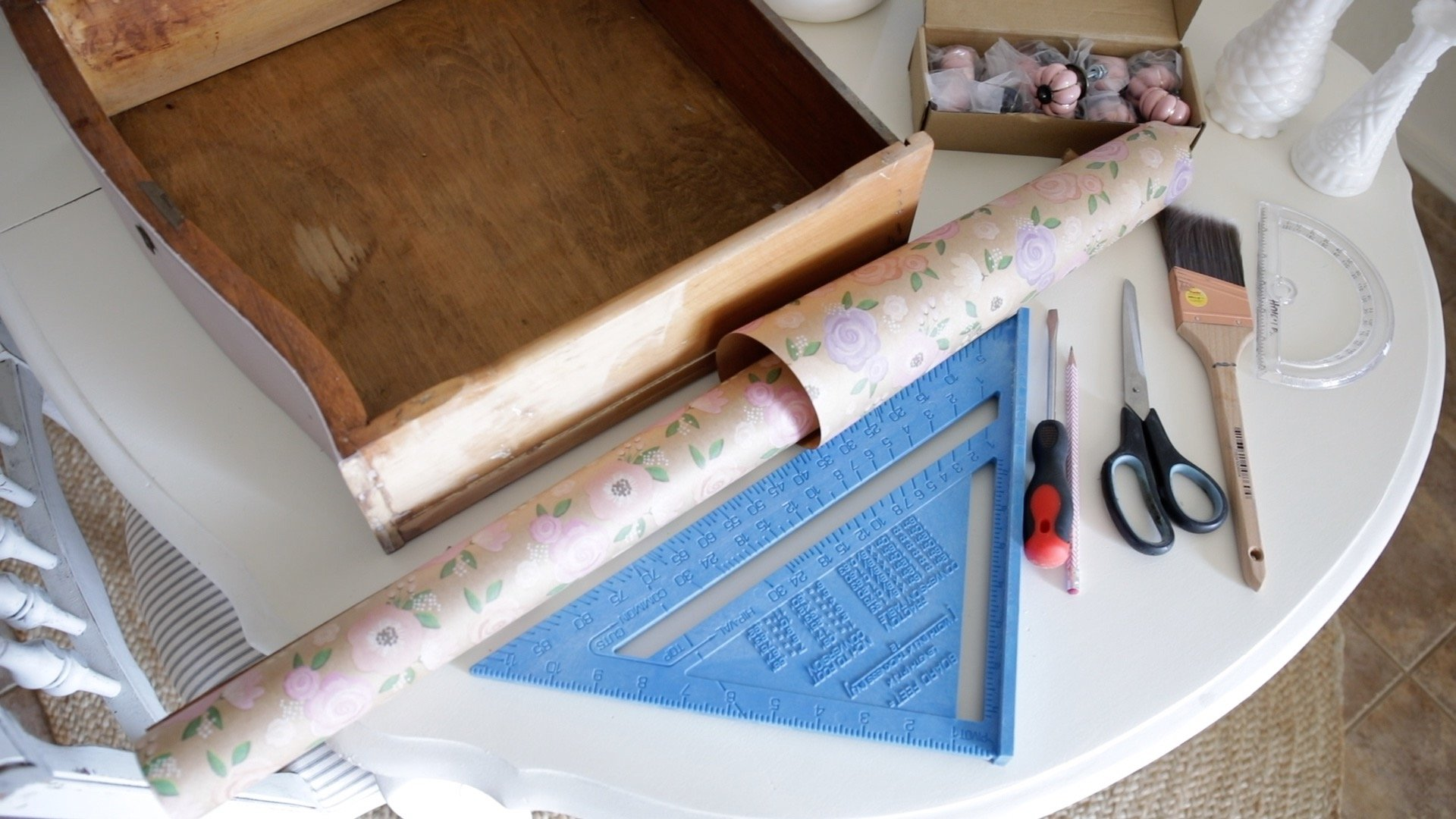 How line furniture drawers with wrapping paper4